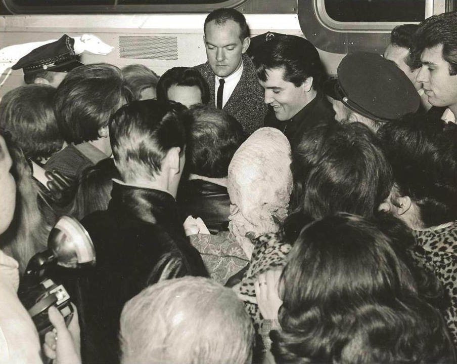 Elvis signing autographs for awaiting fans