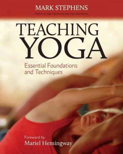 Teaching Yoga : Essential Foundations and Techniques